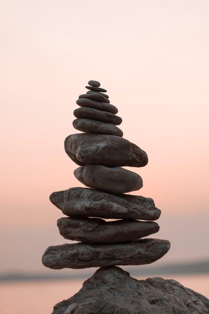 Pile de pierres en équilibre